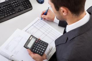 Firmy łatwiej skorzystają z metody kasowej i ulgi na złe długi