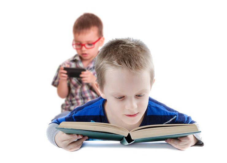 Knjige za decu VS mobilni telefon