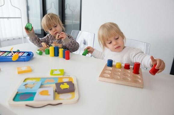 Petra i Sofija učestvuju u testiranju igračaka