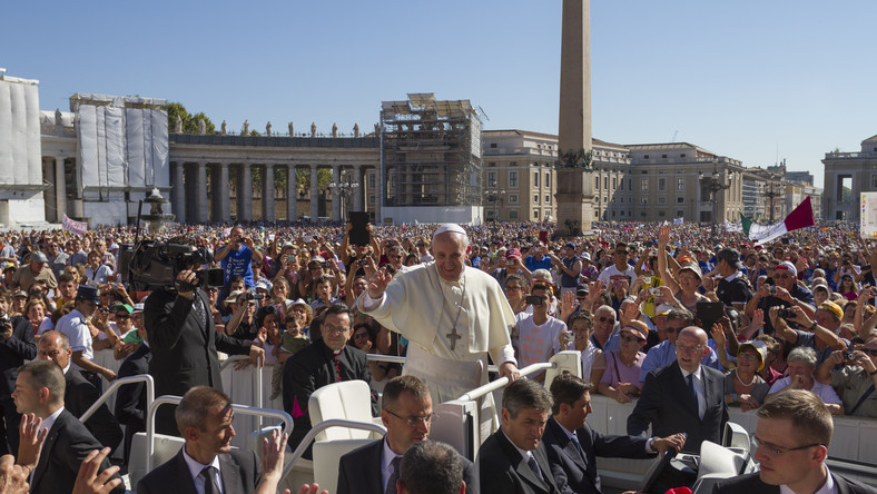 Papież przypomina o niesieniu światła i pozdrawia Soczi