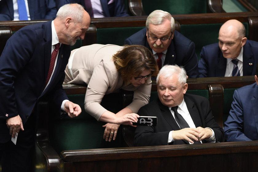 Macierewicz rozbawił prezesa do łez