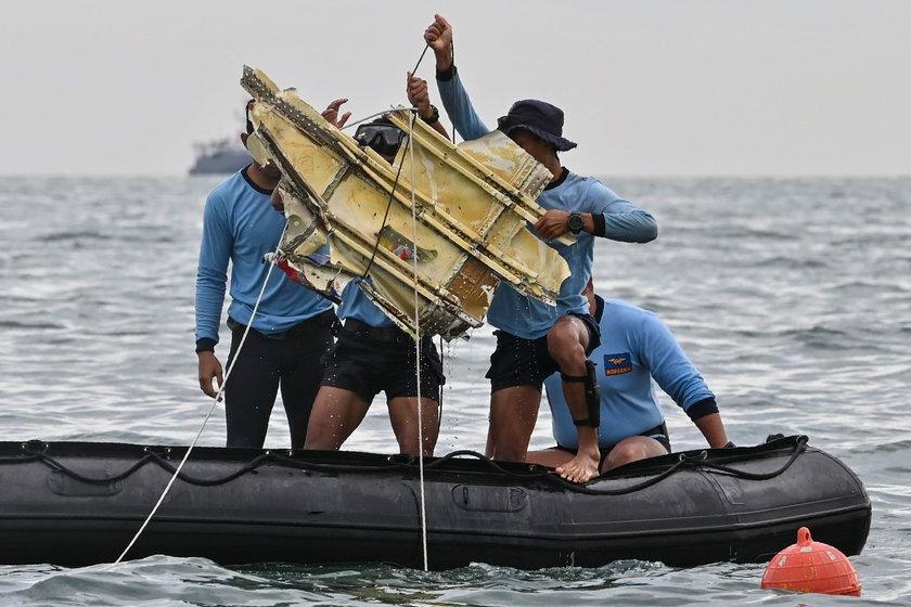 Znaleziono czarne skrzynki samolotu, który rozbił się w Indonezji