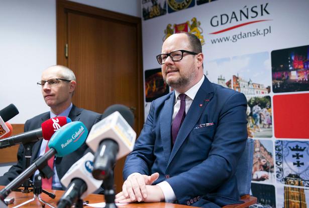 """""""To nie jest szukanie tematu zastępczego (...) to jest inicjatywa oddolna, teraz jest pytanie – jaka będzie ostatecznie reakcja pani premier i aparatu rządowego"""" – podkreślił Adamowicz"""