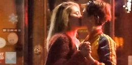 Córka Michaela Jacksona całuje się ze znaną lesbijką