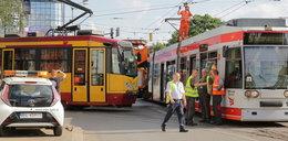 W Łodzi wykoleił się tramwaj. Piotrkowska bez komunikacji
