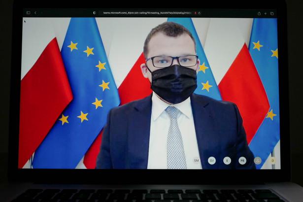 Wiceminister spraw wewnętrznych i administracji Paweł Szefernaker podczas spotkania online z dziennikarzami