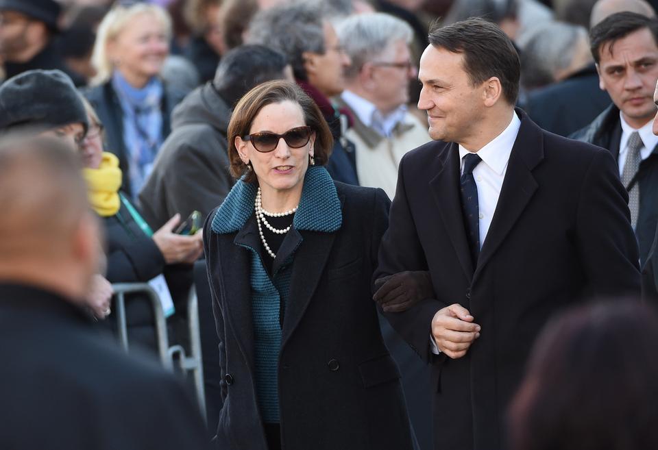 Marszałek Sejmu Radosław Sikorski z żoną Anne Applebaum podczas uroczystego otwarcia wystawy stałej w Muzeum Historii Żydów Polskich