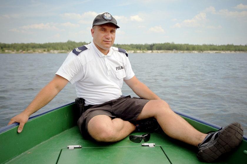 Dąbrowa Górnicza. Patrol policyjny uratował topiącą się sarenkę