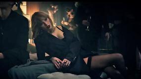"""Odważna Taylor Swift promuje """"Ciemniejszą stronę Greya"""""""