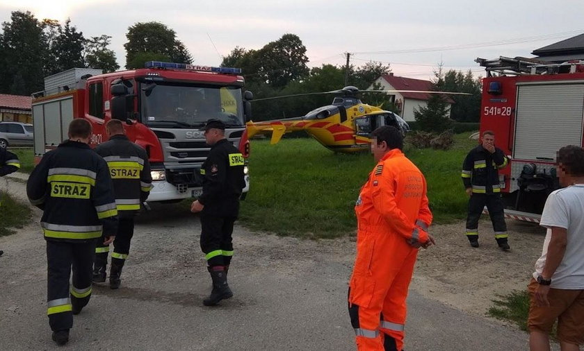 Na miejsce wypadku ściągnięto śmigłowiec i wszystkie służby ratunkowe. Życia mężczyzny nie udało się jednak uratować
