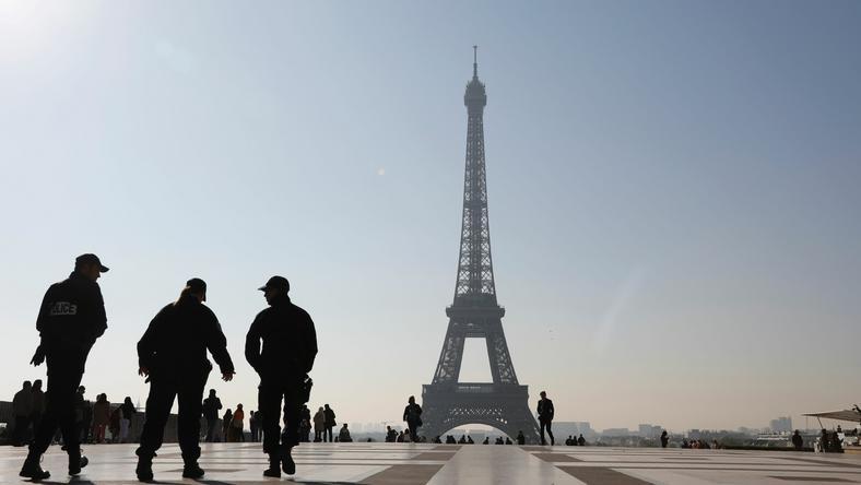 Szef MSW: napastnik z Paryża był narodowości francuskiej