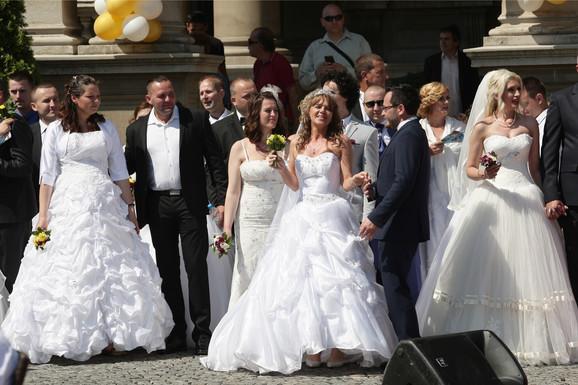 Uvek je tu i kolektivno venčanje