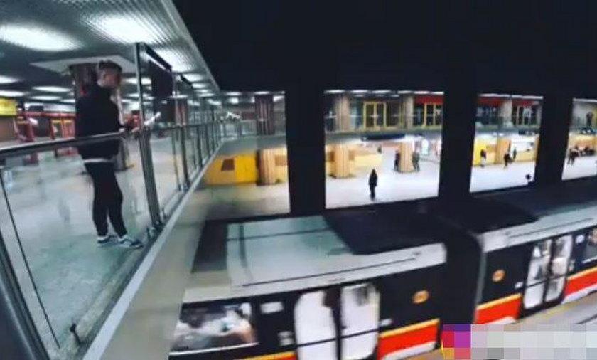 To mogło skończyć się tragedią. Mężczyzna wskoczył na pociąg warszawskiego metra