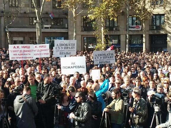 Protest advokata na Trgu Nikole Pašića