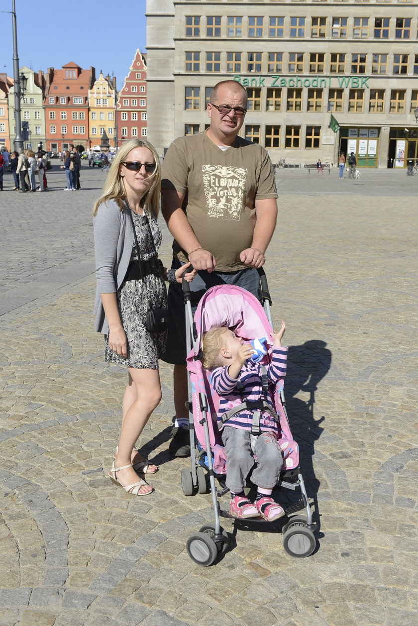 Bernard (31 l.) i Agata (37 l.) Michałowscy, rodzice Laury (3 l.)