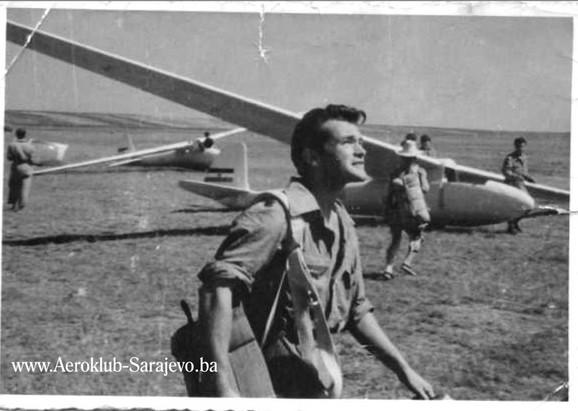 Kao mladić 1950. godine na aerodromu u Sarajevu
