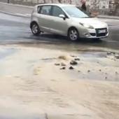 U centru grada OPET POPLAVA, pukla cev kod Kalemegdana (FOTO, VIDEO)