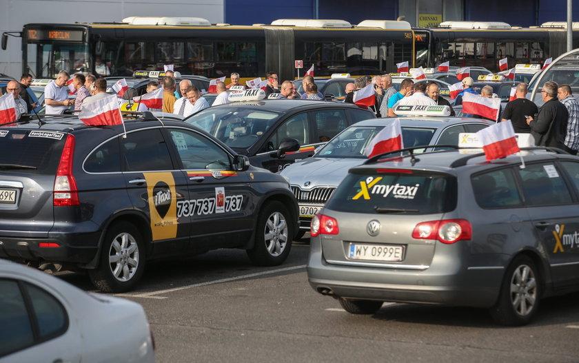 Taxi kontra Uber. O co ta wojna?