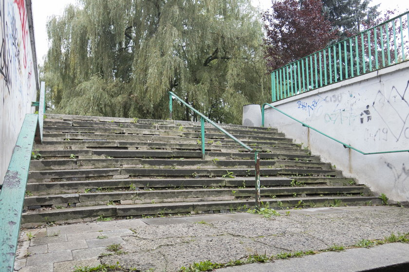 Schody do przejścia podziemnego w okolicy ul. 3 Maja i Narutowicza