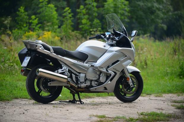 Ładna, zgrabna i nie do pomylenia z innym modelem: Yamaha FJR 1300 2016r...