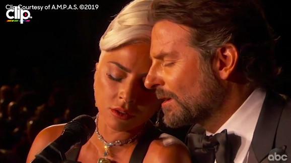 Lejdi Gaga peva na dodeli Oskara spornu pesmu