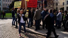Protesty ws. aborcji w Bydgoszczy. Walka na transparenty