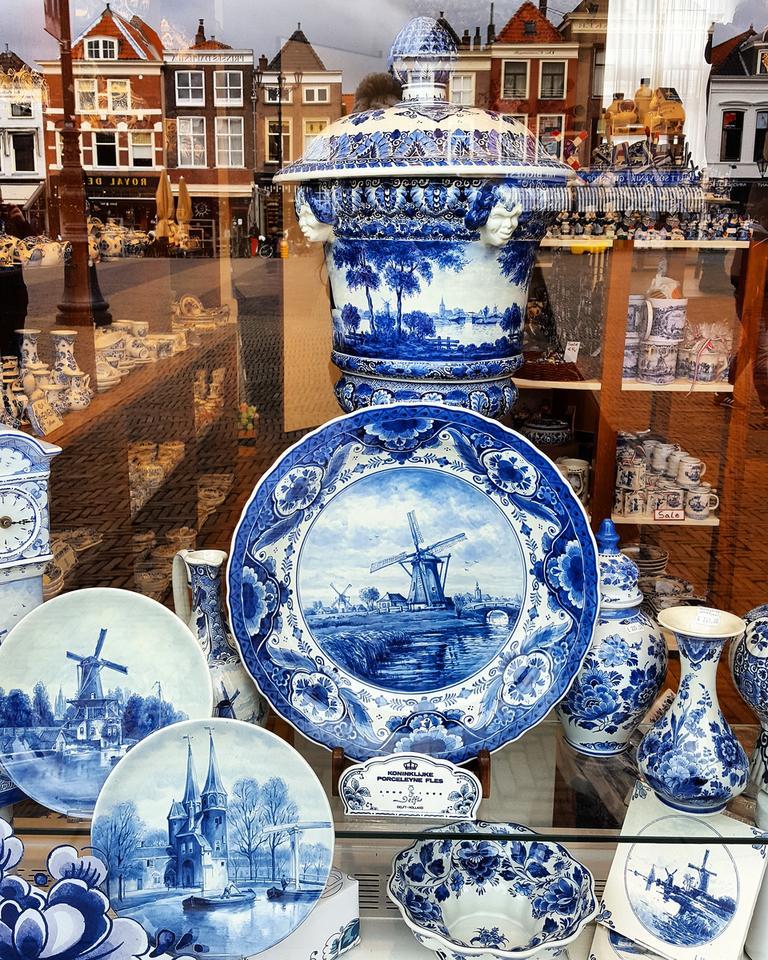 Ścienna porcelana z Delft.