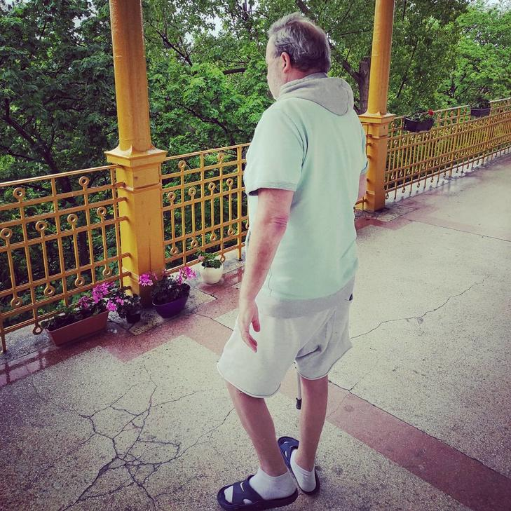 Péter május végén már meg tudott tenni pár lépést / Fotó: Szörényi Péter