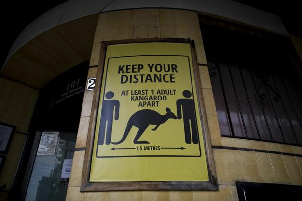 Informacja o konieczności zachowania dystansu. Sydney, Australia.