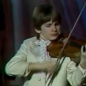 Filmska životna priča Stefana Milenkovića: Postaje otac u 43. godini, kao trogodišnjak uzeo violinu, a onda je svirao svetskim moćnicima i to nije sve