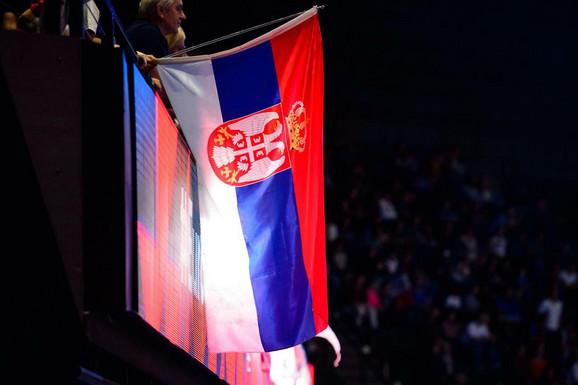 Zastava naše zemlje u pariskom Bersiju gde u finalu Evropskog prvenstva u odbojci igraju Srbija i Slovenija