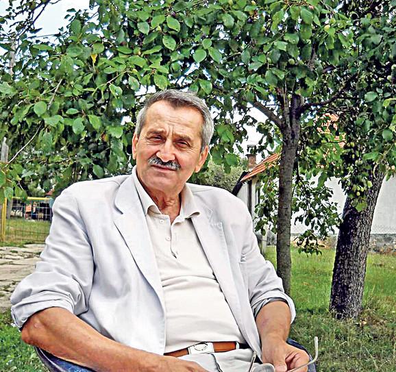 Ljubomir Šuljagić zaboravu ne da reči koje su bile deo svakodnevnog govora u murteničkim selima