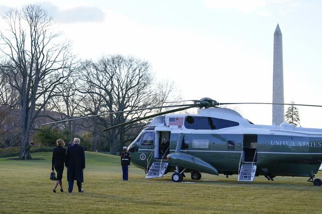 Donald i Melanija Tramp odlaze iz Bele kuće