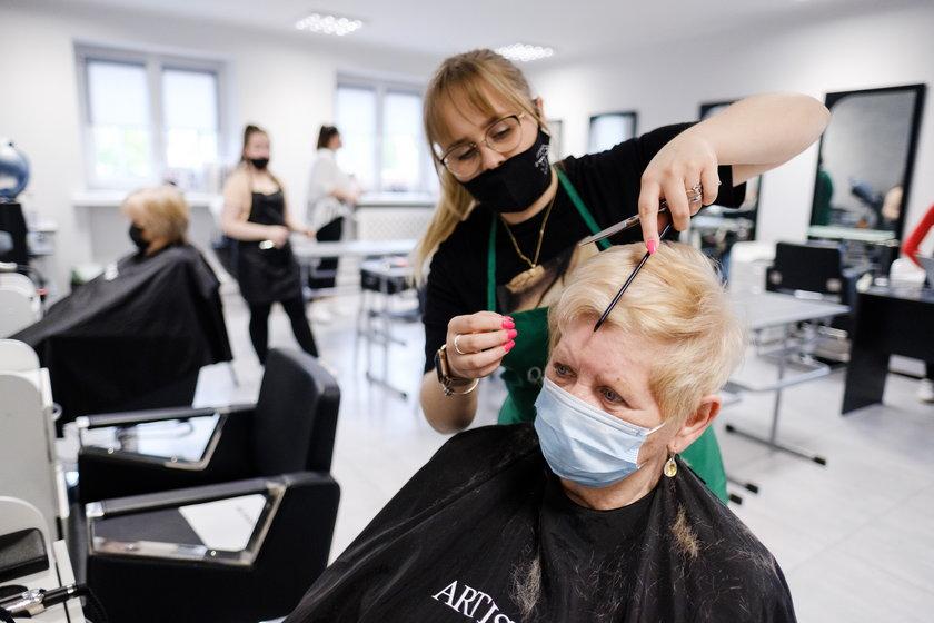 Uczennice z CKZiU w Sosnowcu zrobią Was na bóstwo
