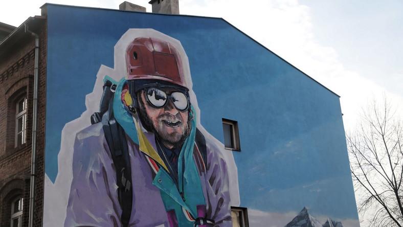 Mural upamiętniający alpinistę Jerzego Kukuczkę w Katowicach