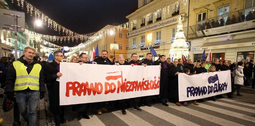 Wiceminister sprawiedliwości strofuje sędziów z marszu: złamano przepisy!