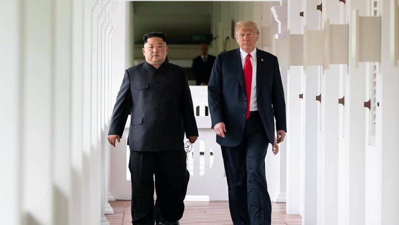 Kim i Trump podczas spotkania w Singapurze