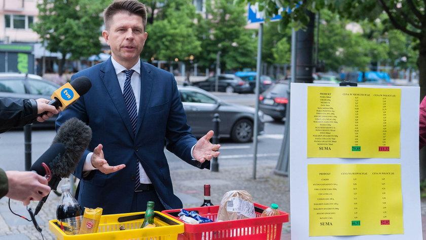 Petru porównał zakupy w Polsce z zakupami w euro na Słowacji.