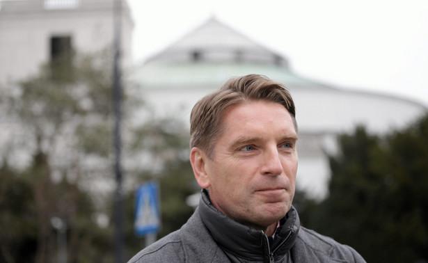 Tomasz Lis przed Sejmem