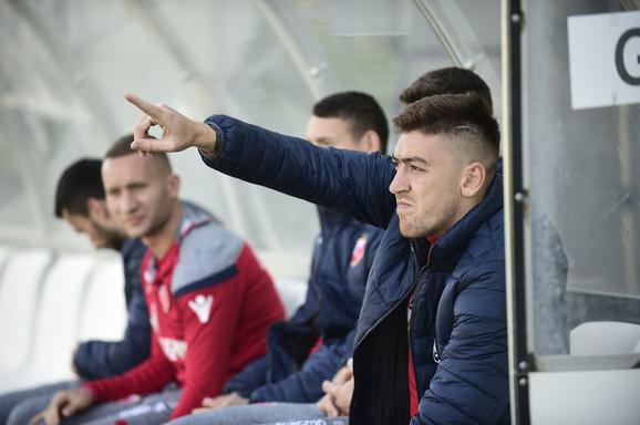 Milan Pavkov na klupi za gostujuće fudbalere na Banovom Brdu protiv Čukaričkog