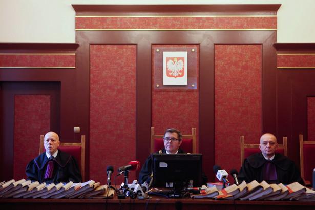 Sędzia Waldemar Szmidt na sali rozpraw. Sąd Apelacyjny w Katowicach ogłosił wyrok w procesie odwoławczym w sprawie zawalenia się hali Międzynarodowych Targów Katowickich.
