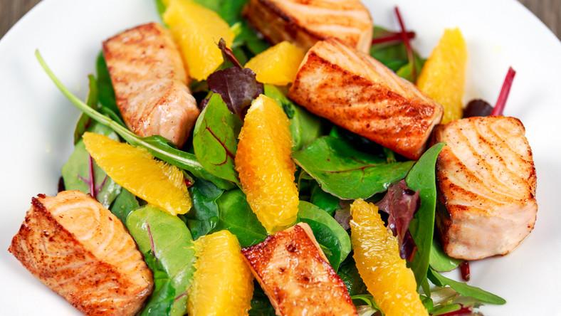 Sałatka rybno-warzywno-owocowa