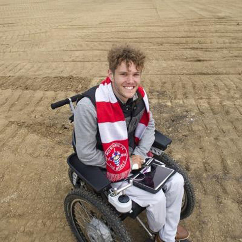 Sparaliżowany w wypadku piłkarz, kupił klub w w którym grał!