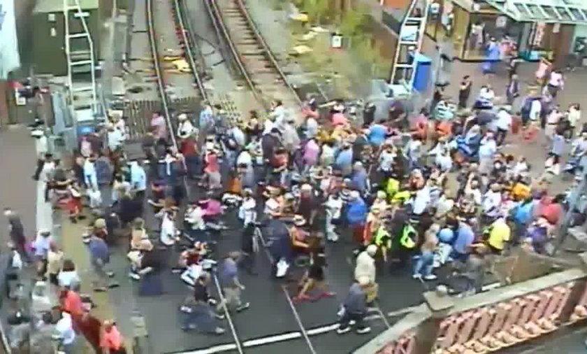 30 osób rannych na przyjeździe kolejowym. Ten film mrozi krew w żyłach