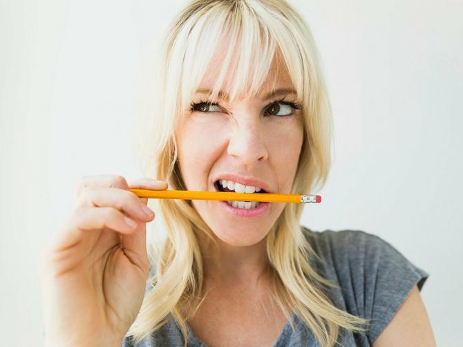 Stavite olovku u usta, ali NEMOJTE DA JE GRIZETE: Ovaj potez rešava zdravstveni problem koji muči većinu ljudi, i to BEZ LEKOVA