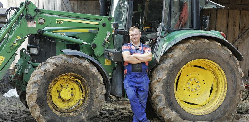 """Łukasz z """"Rolnika"""" zdradza kulisy pracy na planie. O co poprosił go producent?"""