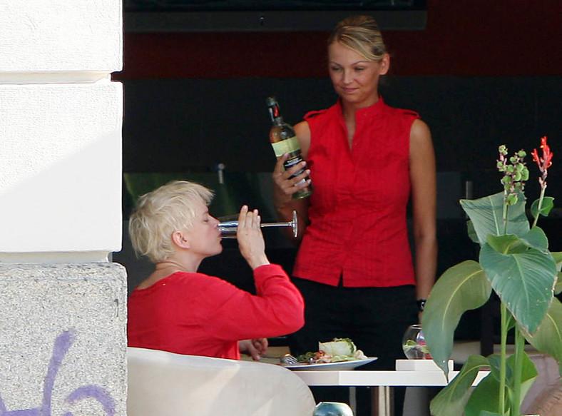 Katarzyna Figura pije i jeździ autem