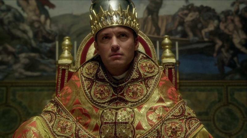"""""""Młody papież"""" - kadr z serialu"""