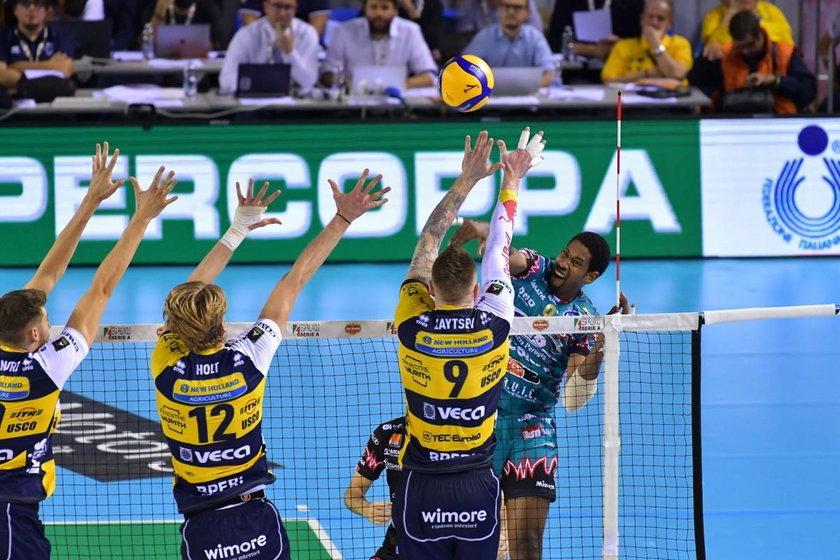 W finałowym meczu w drużynie z Modeny dobrze grał Bartosza Bednorz (25 l.), który zdobył 11 punktów, ale przyćmił go Leon.