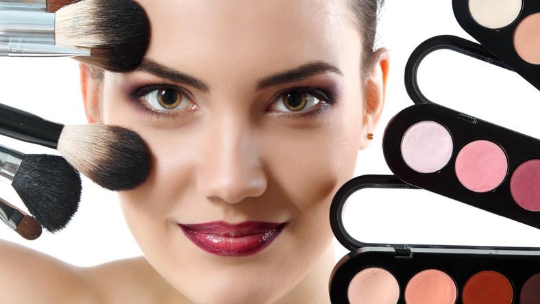 Jakie pędzle są niezbędne do wykonania udanego makijażu?